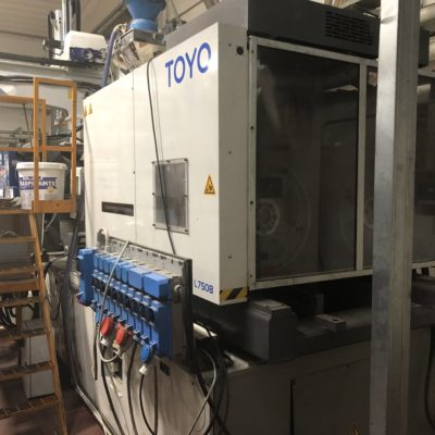 TOYO 550 Ton. Injection Molding Type SI 550 IV Plastic machinery