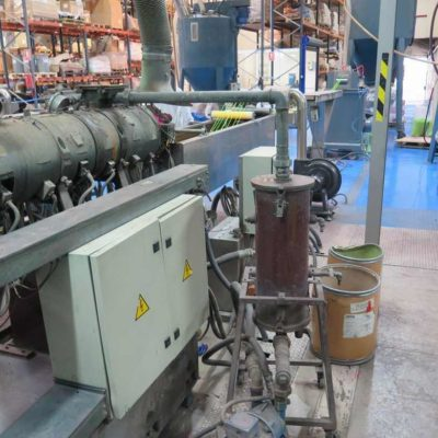 TWIN SCREW CO-ROTATING EXTRUDER